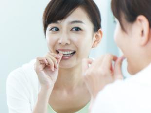 薄く滑らかな装置なので、矯正装置が粘膜や舌へあたる痛みや口内炎になることがなく、口腔内での違和感もほとんどありません。