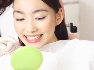エナメル質の強化やむし歯や歯周病の原因となる細菌の活動の抑制をはかり、むし歯の予防に役立てます。重度に進行してからでは、治療も機能回復も困難になってしまいますので、定期的なお口の中の健診、お手入れをしていきましょう。